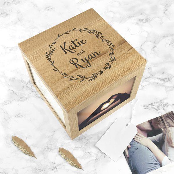 couples-oak-photo-keepsake-box-with-wreath-design-per915-001
