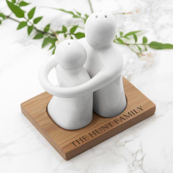 personalised-hugging-salt-and-pepper-set-per3003-001